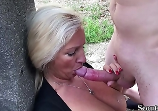 German Mother Caught Pretend Nipper and Helps with Fuck in Garden