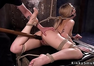 Back arched slave pussy fucked with kickshaw